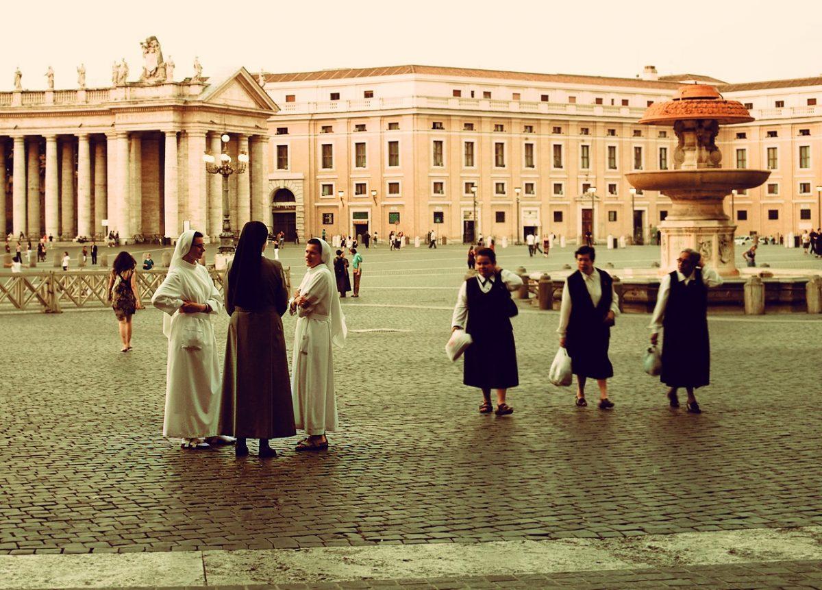Odzież liturgiczna musi być dopasowana do okresu liturgicznego